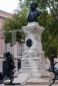 Eduardo Coelho e o ardina, por António Augusto da Costa Mota  (1904)